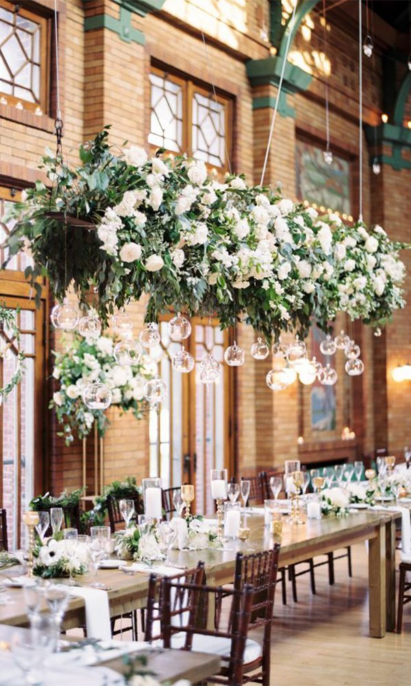 Romantic Ideas of Using Chandeliers to Decorate Your Wedding