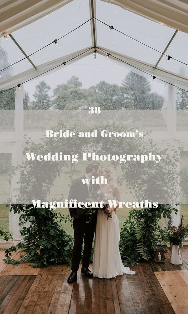 38 Bride and Groom's Wedding Photography with Magnificent Wreaths